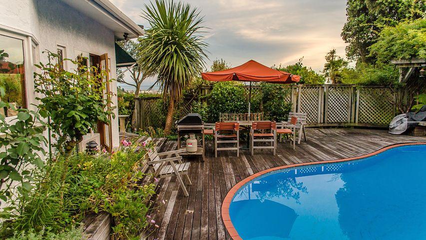 Comment construire facilement une piscine dans son jardin ?